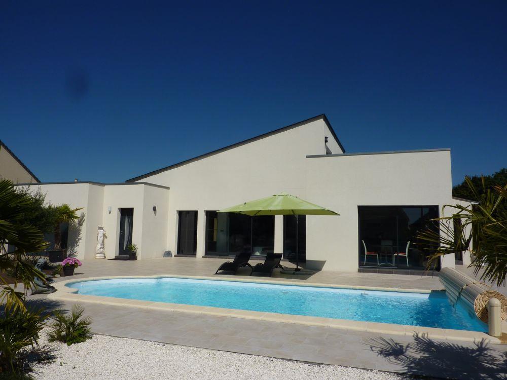 Vente maison la chapelle saint aubin demeure contemporaine avec piscine chauffee a vendre le - Piscine semi creusee le mans ...